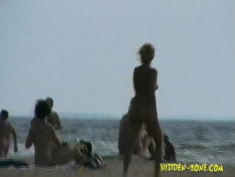 Hidden-Zone.com-Nu1236# Beautiful naked girl reading a magazine on the background of the rolling waves. Somehow it