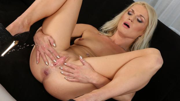 Wetandpissy.com- Angella Luxx in Soaking The Tabletop